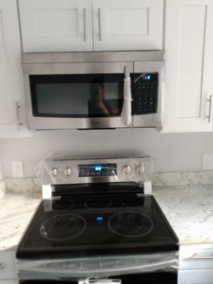 Samsung electric stove and microwave for Sale in Washington, DC