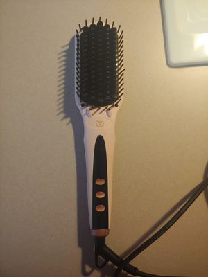 L'ange straightening brush for Sale in Thomasville, NC