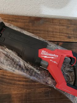 Milwaukee Fuel Sawzall 🛑PRECIO FIRME NADA MENOS for Sale in Houston,  TX