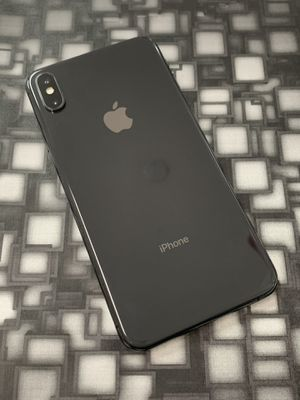 Factory unlocked IPhone XS Max 64gb for Sale in Chelsea, MA