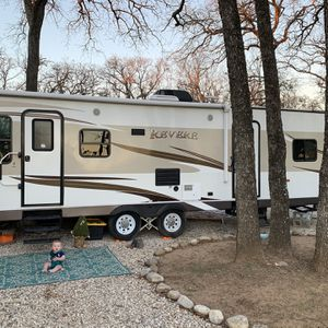 2016 Shasta Revere 27RL for Sale in Burleson, TX