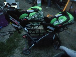 Double Stroller carseat combo for Sale in West Alexandria, OH