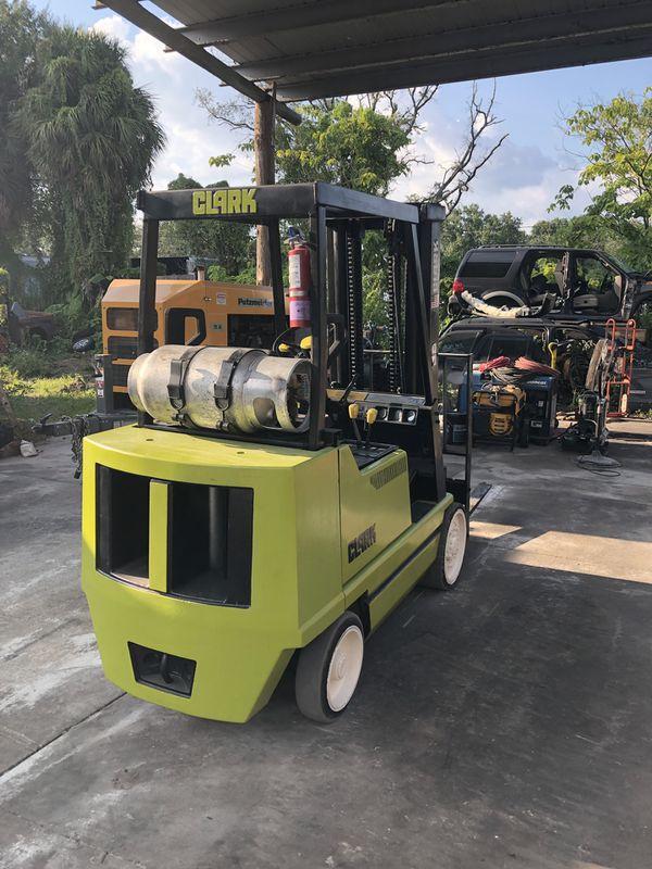 Clark GCS25MD Forklift 5,000 Lbs
