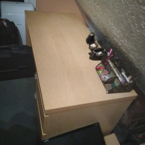 Office Desk And Side Table for Sale in Oregon City, OR