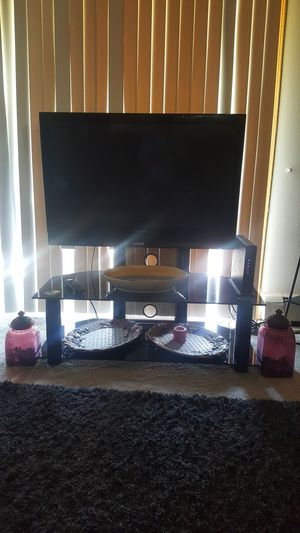 TV Panasonic 46 inch with table & hang for Sale in Orland Park, IL