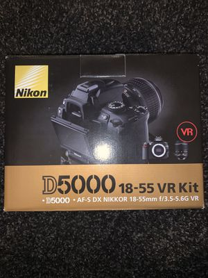 Nikon D5000. Comes with lense, battery & charger for Sale in Tustin, CA