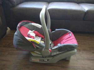 Infant car seat with base for Sale in Scottsdale, AZ