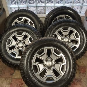 """( 5 ) USED 17 """" JEEP STOCK RIMS WITH ALL TERRAIN TIRES for Sale in Dixmoor, IL"""
