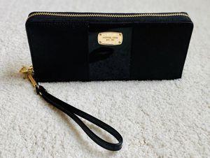 Michael Kors travel wallet for Sale in Ashburn, VA