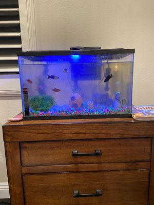 10 gallon fish tank with fish and all decor and pump included for Sale in Azusa, CA