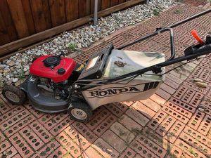Honda Hydrostatic Self Propelled Lawn Mower for Sale in Dallas, TX