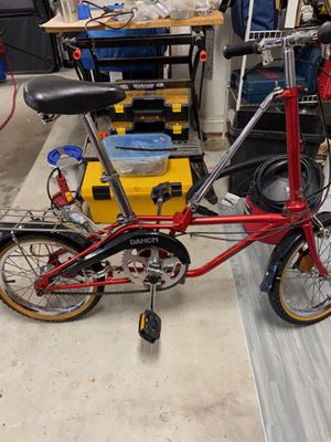 Red Dahon III folding bike. Good condition. Needs tires. Located in Lighthouse Point,FL for Sale in Pompano Beach, FL
