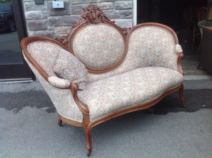 Vintage Victorian Sofa - great condition for Sale in Cranberry Township, PA