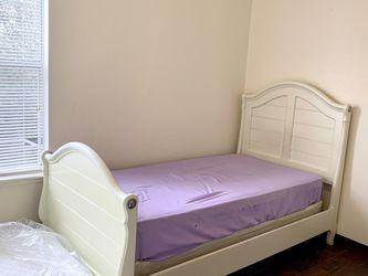 PRISTINE Twin Headboard Bed Cream Bedframe Wood Headboard for Sale in Houston,  TX