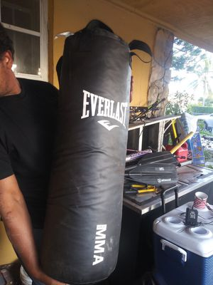 Everlast punching bag! for Sale in Miami Gardens, FL
