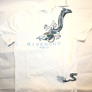 Givenchy Dragon T Shirt Size Medium for Sale in Burkeville, VA