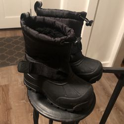 Snow boots Size 8 for Sale in Norristown,  PA