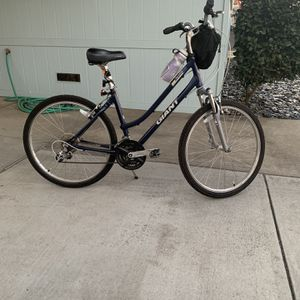 Giant bike Sedona (med) 21 Speed Blue Rarely Used Like New for Sale in Oakdale, CA