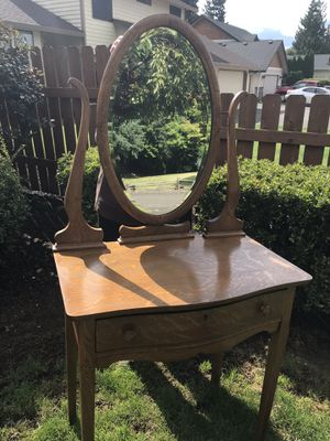 Antique Dressing table and Mirror for Sale in Ridgefield, WA