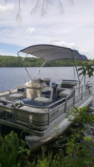 18 Foot Pontoon Boat for Sale in Winchendon, MA