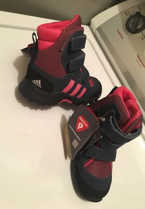BRAND NEW adidas SNOW BOOTS SIZE 6 IN LITTE GIRL for Sale in Lynnwood, WA