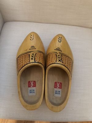 Zapatos madera for Sale in Anaheim, CA