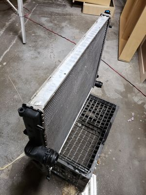E46 radiator from a 325i for Sale in San Marcos, CA