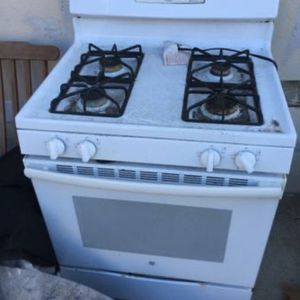 GE 4-Burner Gas Stove/Oven for Sale in Atwater, CA