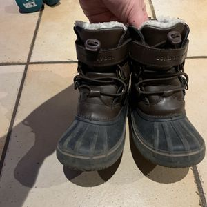 Kids Snow Boots Size 10 for Sale in Levittown, PA