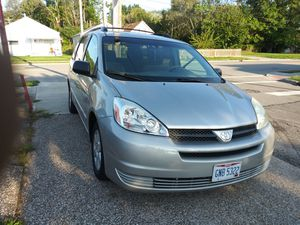 Toyota sienna 2005 good condicionNO problem. Miles 210 .00 askin 2,990 for Sale in Cleveland, OH