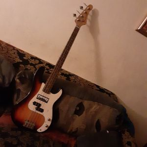 Crate Electric bass Guitar for Sale in HILLTOP MALL, CA