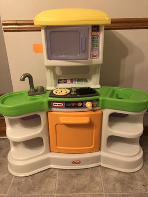 LITTLE TIKES KITCHEN W BABY DOLL SEAT for Sale in Parma Heights, OH