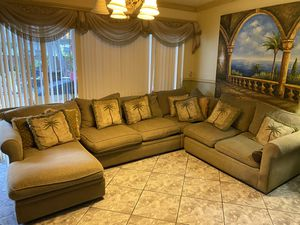 Great Sleeper Sofa Sectional with Chaise Lounge for Sale in Miami Gardens, FL