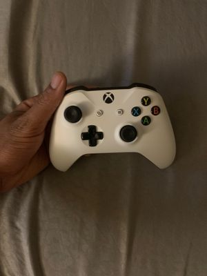 White Xbox One Controller for Sale in Los Angeles, CA