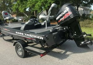 Fish & Ski Boat 2O14 Bass Tracker AT$15OO for Sale in undefined