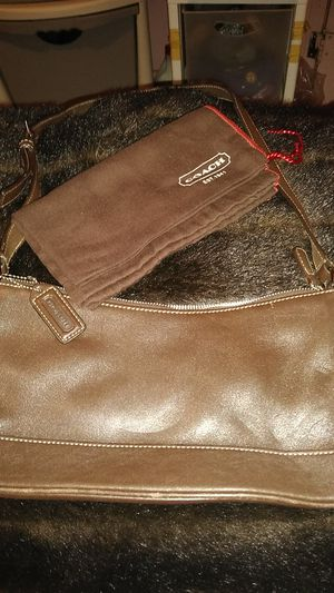 COACH LEATHER HANDBAG SMALL SIZE WITH DUST BAG for Sale in Detroit, MI