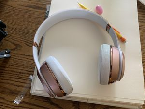 Beats solo 3 rose gold for Sale in Victorville, CA