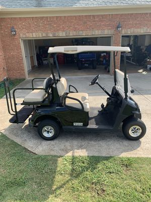 EZ-GO 4 seat electric golf cart in excellent condition. for Sale in Hoschton, GA