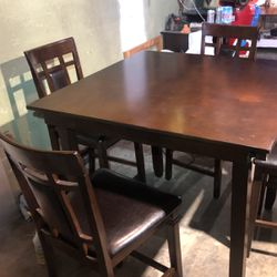 Table Four Chairs for Sale in Newport Beach,  CA