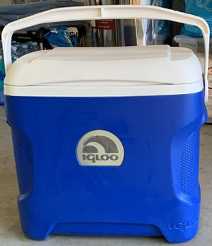 Igloo ice chest in excellent condition for Sale in Santa Ana, CA