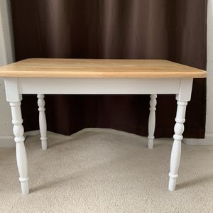 BEAUTIFUL CHILD'S TABLE for Sale in Antioch, CA