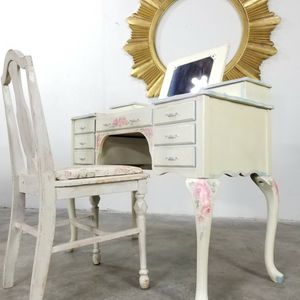 Shabby Chic Floral Vanity With Chair for Sale in Los Angeles, CA
