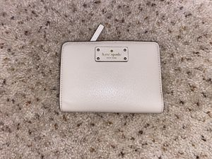 Ran Kate Spade folding wallet for Sale in Pittsburg, CA