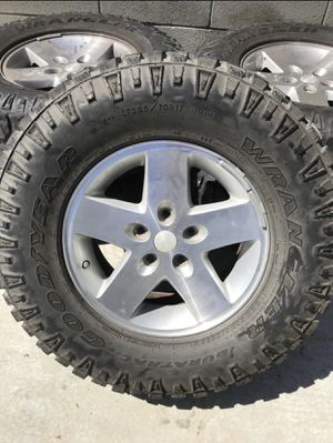 "Jeep Rubicon 33"" tires with rubicon wheels for Sale in Los Alamitos, CA"
