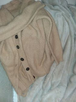Luxury Blanket and cardigan bundle for Sale in Woodbourne,  NY