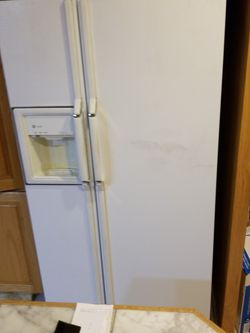 GE Profile Fridge And Freezer for Sale in Portland,  OR