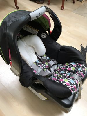 Graco Snugride Classic Connect 30 car seat for Sale in Huntington Beach, CA