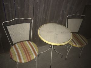 "Bistro table 22"" top n 2 chairs, with cushions 125.00 for Sale in McClellan Park, CA"