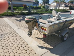 17 ft Aluminum boat with motor running great shape for Sale in Brea, CA