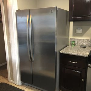 Kenmore Kenmore 41173 25 cu. ft. Side-by-Side Refrigerator - Stainless Steel for Sale in Los Angeles, CA